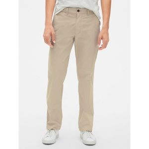 NWT Gap Wearlight Straight Khaki Pants